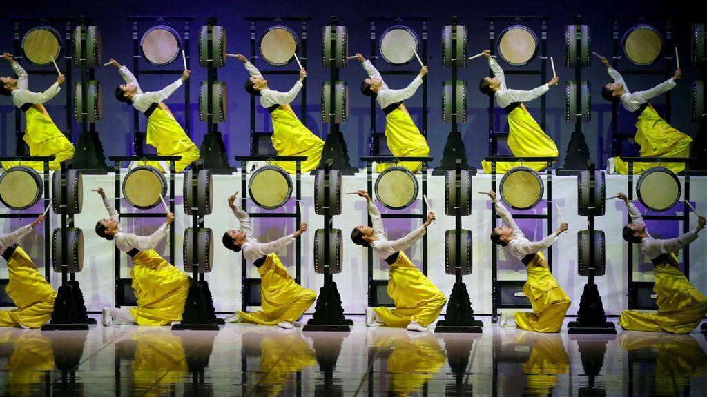 Artistas actúan durante la sesión 132 del COI antes de los Juegos Olímpicos de Invierno 2018 en Gangneung, Corea del Sur