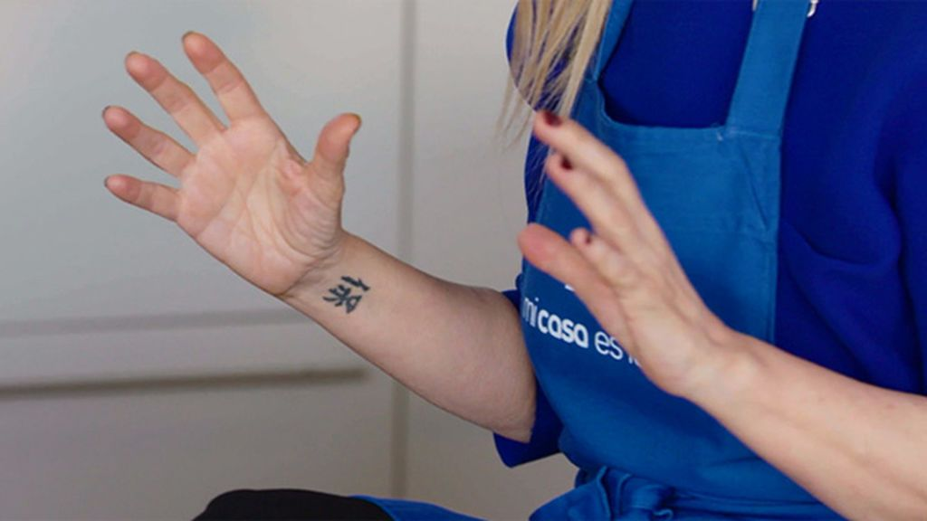 Cifuentes nos desvela el significado de sus tatuajes y  por qué ha decidido no quitarse su cicatriz