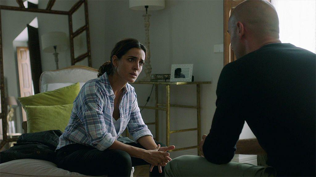 """Juan le confiesa su amor a Lucía: """"Estoy enamorado de ti desde el primer día que te vi"""""""