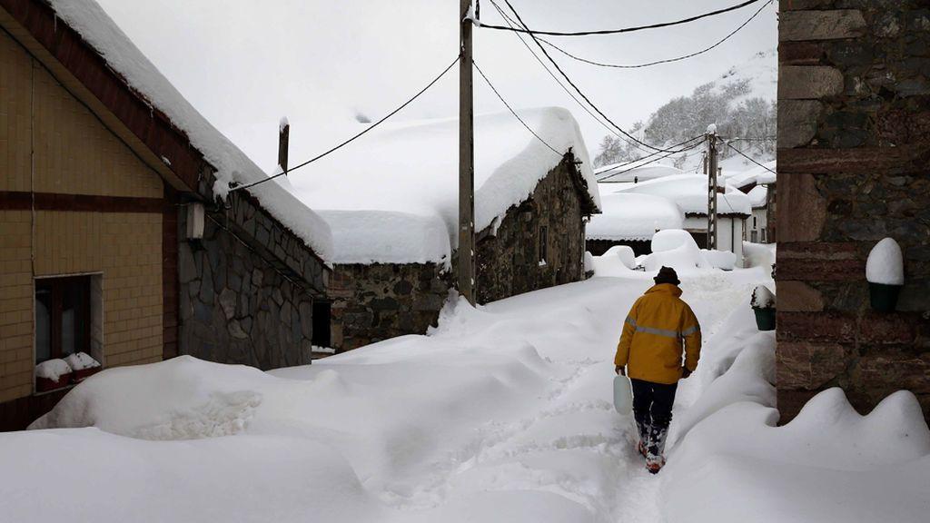 El frío se adueña de una España bañada de blanco y con temperaturas bajo cero
