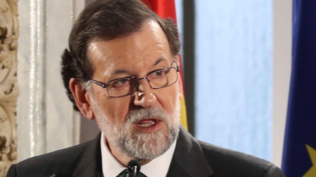 """Rajoy pide que el Parlamento catalán elija un """"presidente normal"""" y avisa que mientras no lo haga seguirá el 155"""