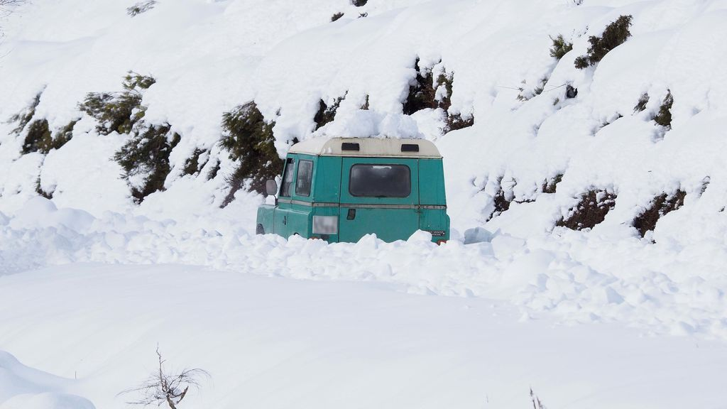 Más de 270 carreteras secundarias afectadas por la nieve, con puertos cerrados en el norte