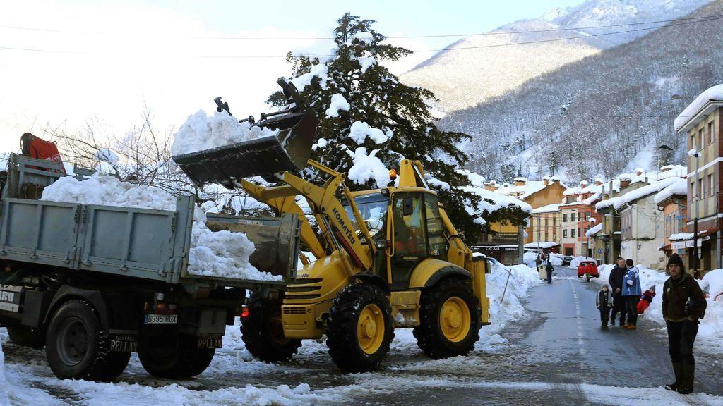Más de 170 carreteras siguen afectadas por la nieve, 40 de ellas cortadas