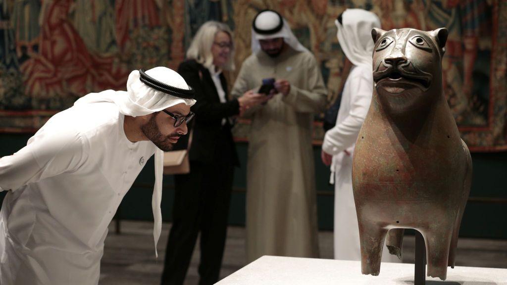 El León Monumental en el Louvre de Abu Dhabi