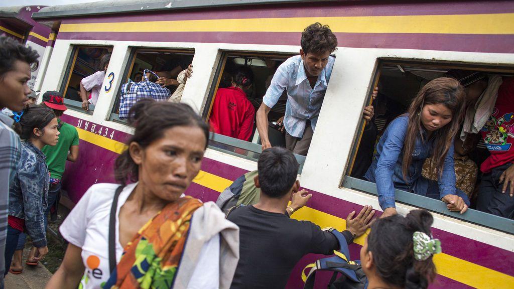 Una mujer muere al intentar hacerse un selfi en las vías del tren