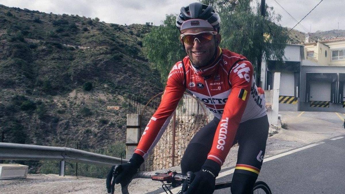 Marczynski, ciclista profesional, muestra sus heridas tras ser atropellado en Granada