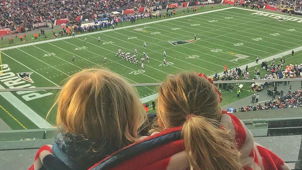 Critican a Gisele Bundchen por cómo consoló a su hija en la Super Bowl y responde con una lección ejemplar