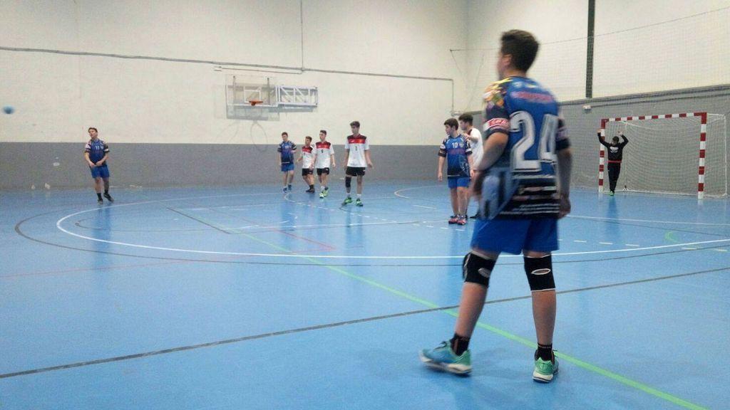 Su rival se presenta al partido con un jugador menos y el BM La Garrovilla tiene un gesto que enorgullece al balonmano