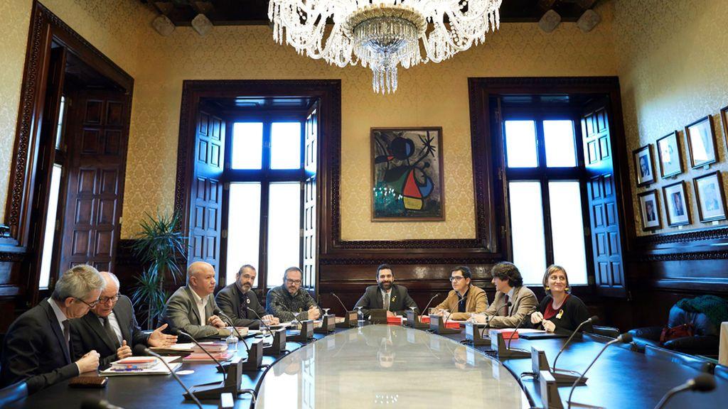 JxCat y ERC se enfrentan en la Mesa por la tramitación de la Ley de la Presidencia