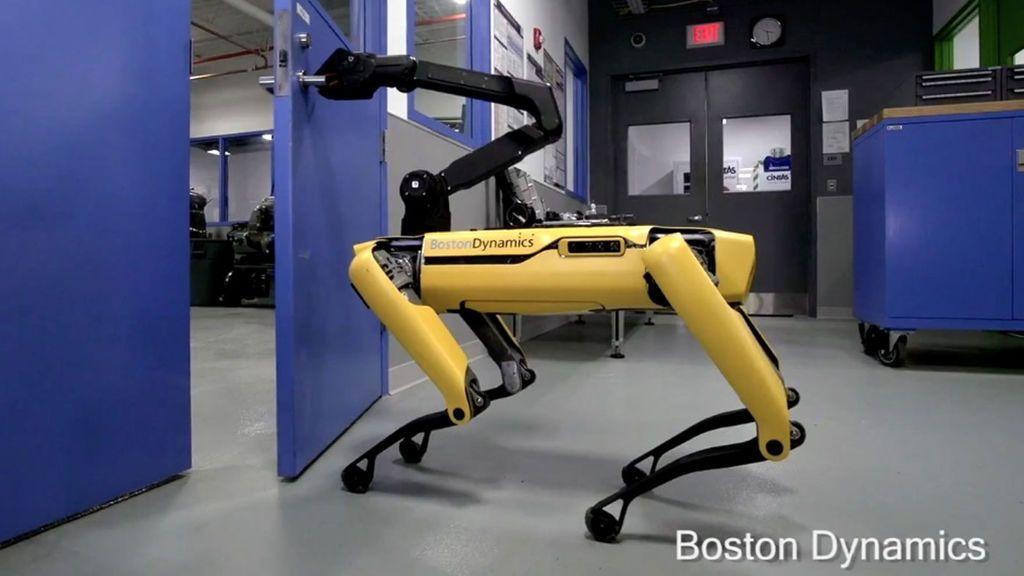 Boston Dynamics presenta la nueva versión de sus perros robots que ya pueden abrir puertas