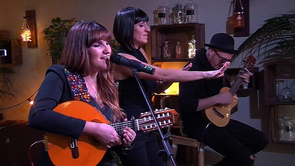 Rozalén, artista invitada en el programa especial de San Valentín de 'First dates'.