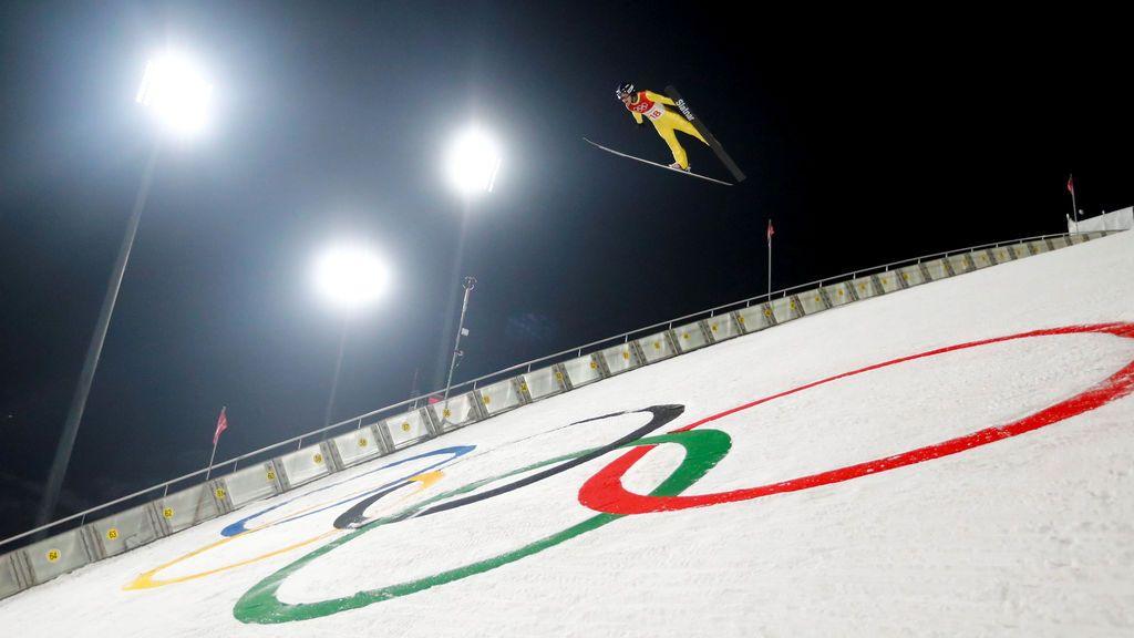 Entrenamiento individual de salto de esquí, modalidad gran colina para hombres en el Alpensia Ski Jumping Center, Pyeongchang, Corea del Sur