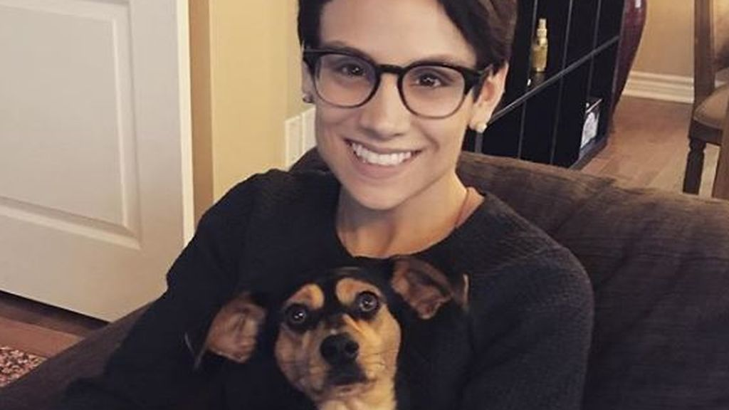 Una olímpica vegana salva a un perro de ser el plato principal del menú