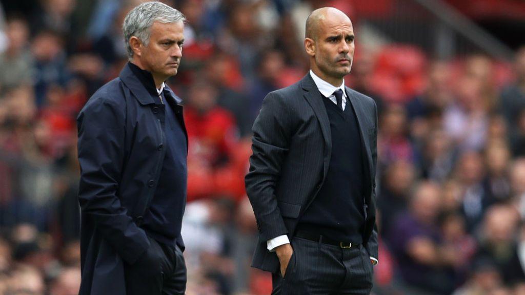 José Mourinho y Pep Guardiola, entrenadores del Manchester United y del Manchester City, respectivamente.