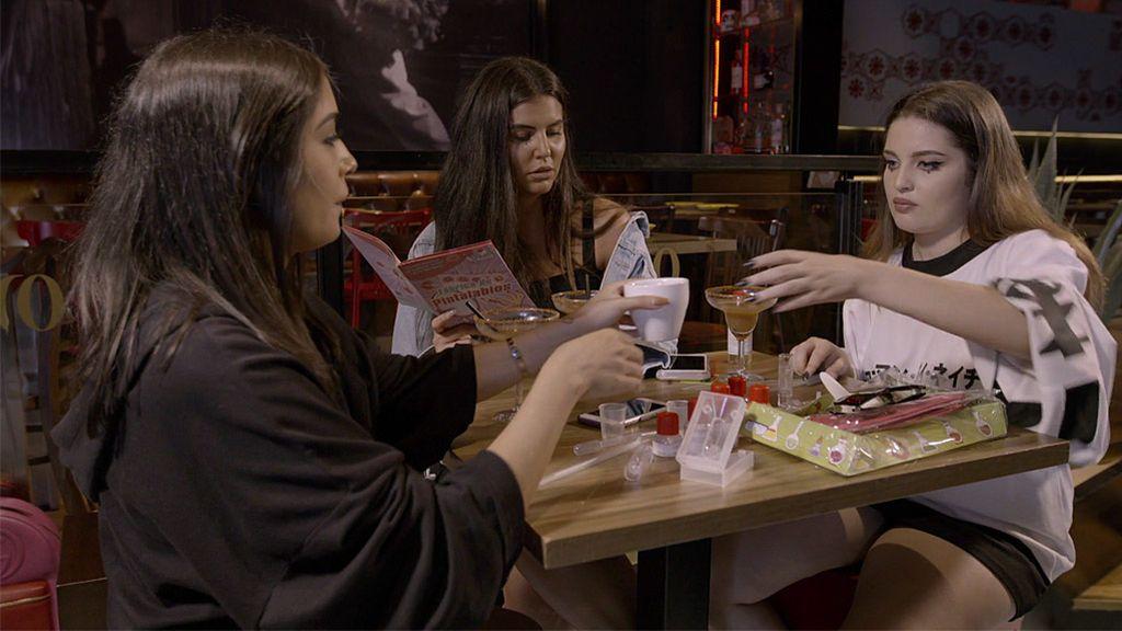Las 'Moraleja Girls' comienzan a crear sus pintalabios… ¡De juguete!
