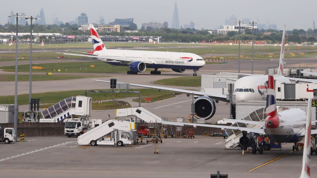 """Heathrow informa de un """"grave accidente"""" de dos vehículos en el aeropuerto londinense"""