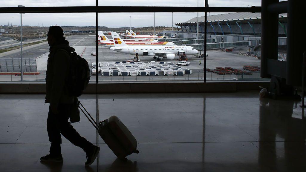 Detenido un hombre que robaba maletas que no se recogían de las cintas transportadoras de Barajas