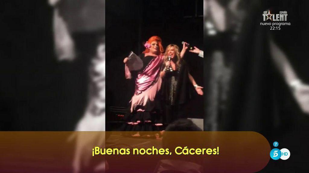Lydia Lozano lo da todo en Cáceres bailando...¡chuminero!