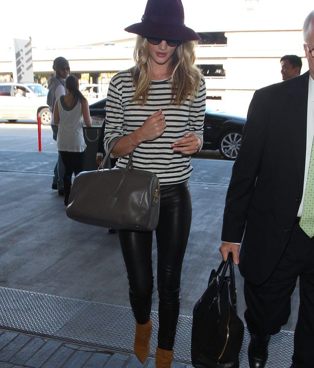 Los leggins de vinilo son un básico y otras cuatro cosas que pasaron de tendencia a fondo de armario