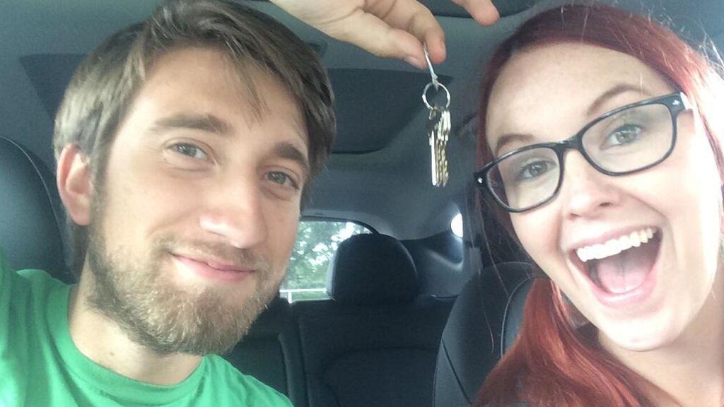 Los  youtubers Gavin Free y Megan Turney se encierran en el armario para evitar su asesinato