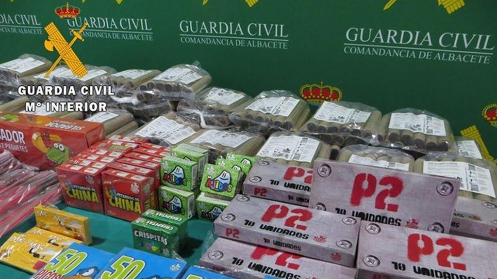 Denunciado un varón por tener 4.549 artificios pirotécnicos que vendía a menores en un coche en Albacete