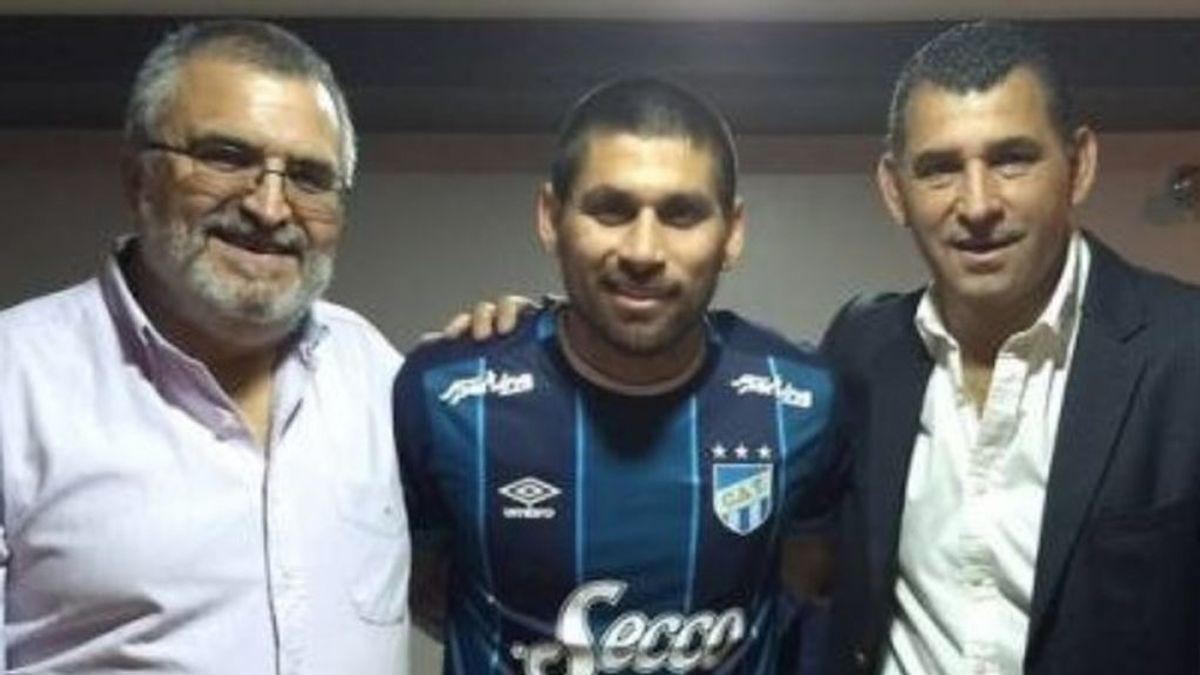 Un futbolista argentino abandona a su equipo para poder ayudar a su hermano que sufre leucemia
