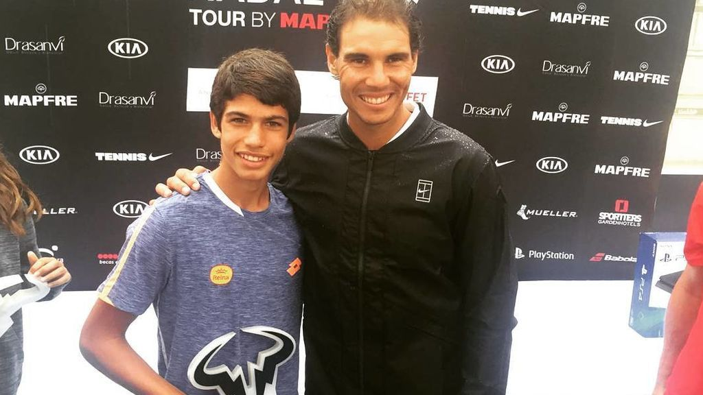 Carlos Alcaraz supera a Rafa Nadal al ganar su primer punto ATP con 14 años