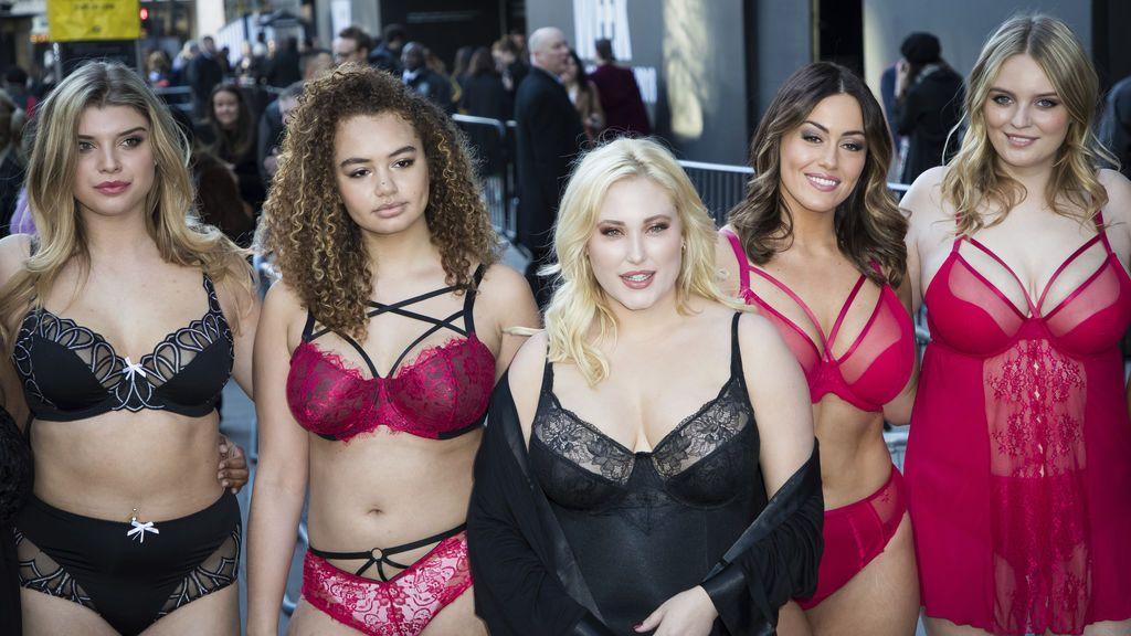 Hayley Hasselhoff protesta contra la falta de modelos curvy en la semana de la moda de Londres