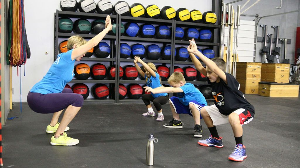 Cinco ejercicios de gimnasio recomendados para adolescentes (y lo que no deberían hacer)