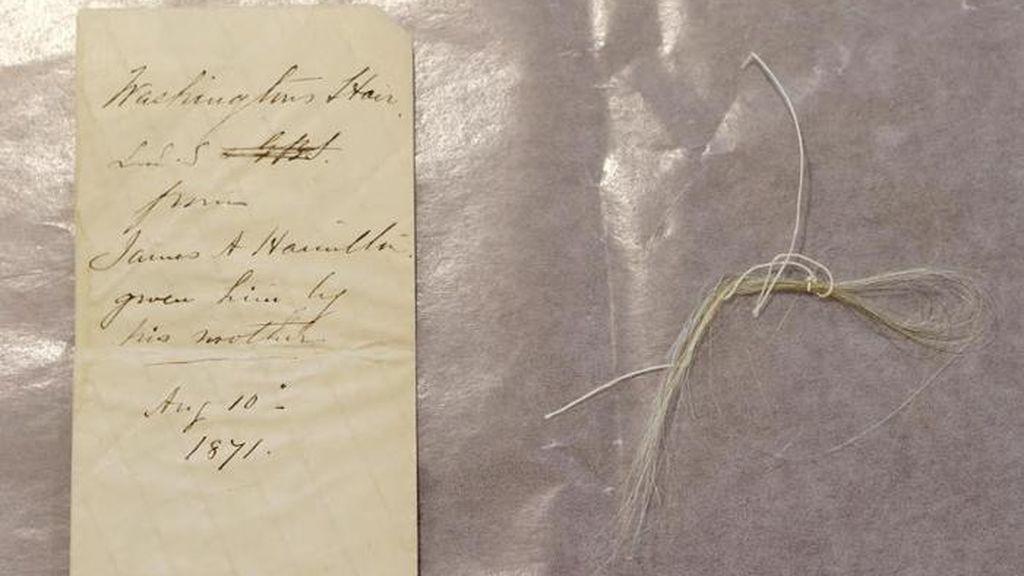 Trabajadores de una biblioteca neoyorkina descubren un mechón de George Washington dentro de un libro