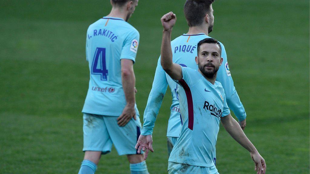 El Barcelona sufre ante el Eibar pero sigue firme en Liga (0-2)