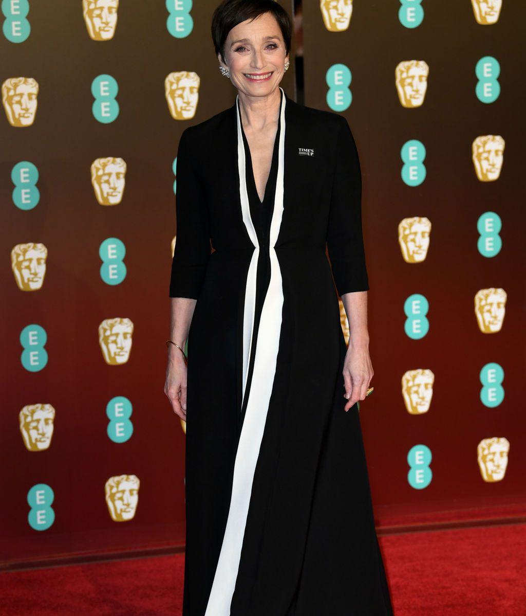Kristin Scott Thomas en la alfombra roja de los BAFTA