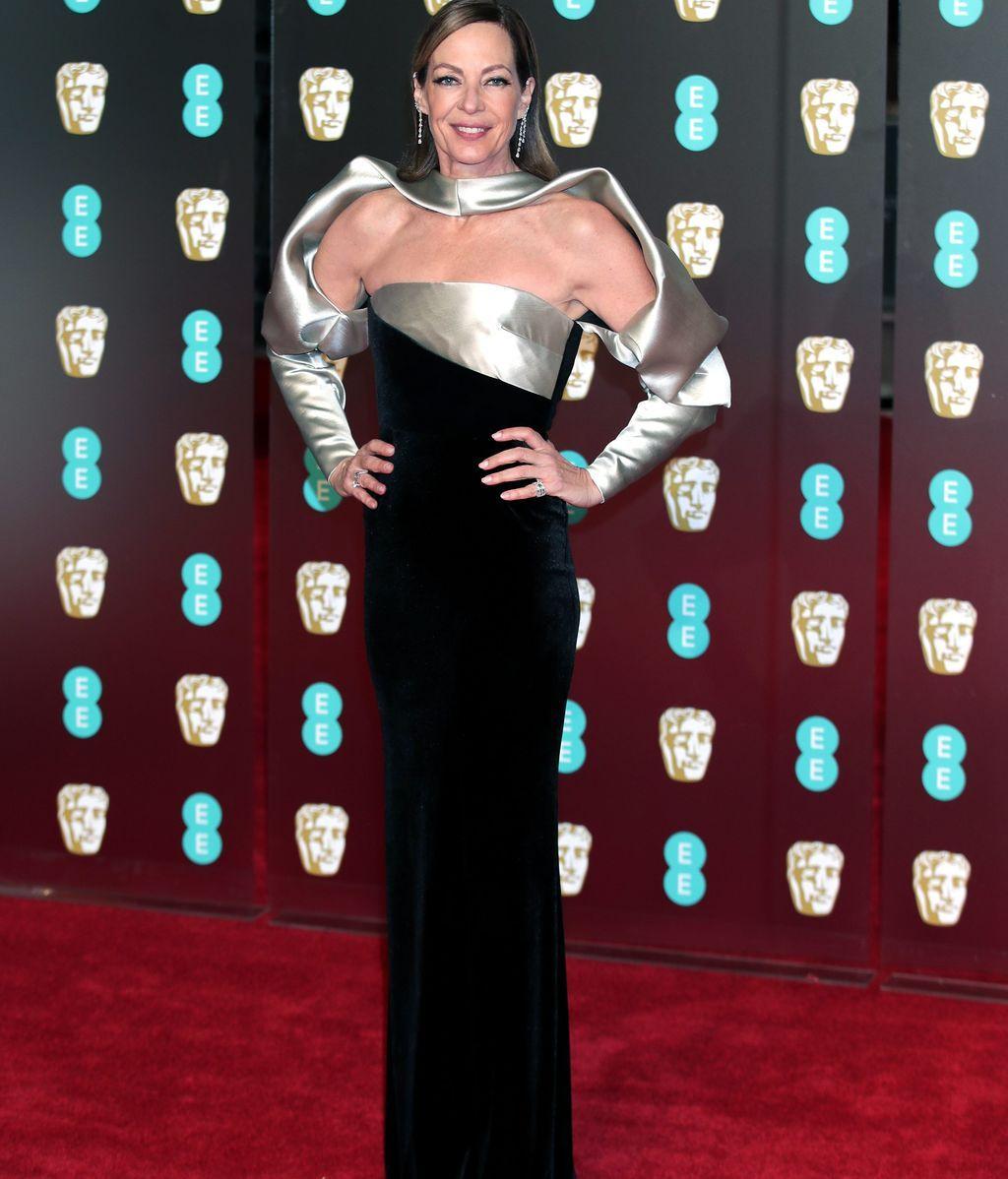 Allison Janney vestida por Bibhu Mohapatra