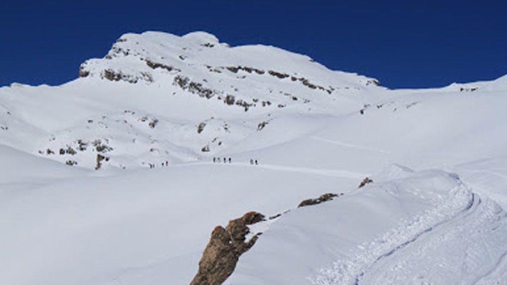 Una avalancha alcanza a diez senderistas en el cantón suizo de Valais