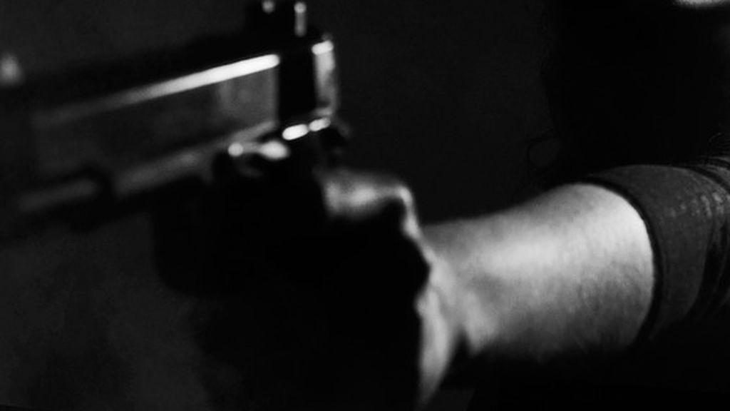 Descubre que su nieto planea realizar un tiroteo  y lo entrega a la policía