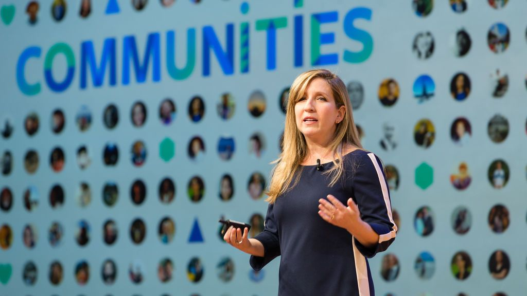 Jennifer Dulski, máxima responsable de grupos y comunidades de Facebook, en el 'Facebook Communities Summit Europe'.
