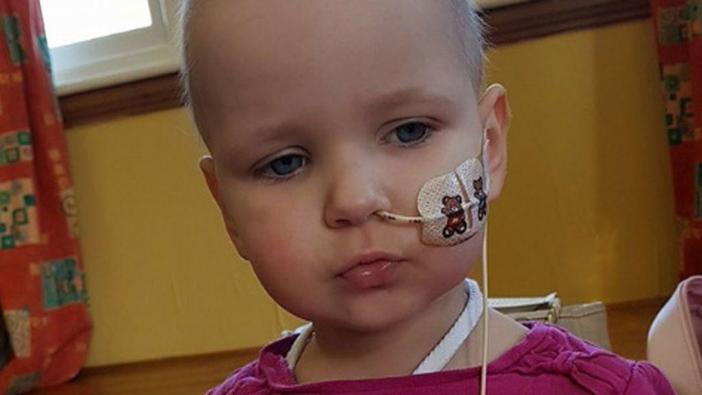 Salva la vida de su hija tras leer la historia de un niño con leucemia