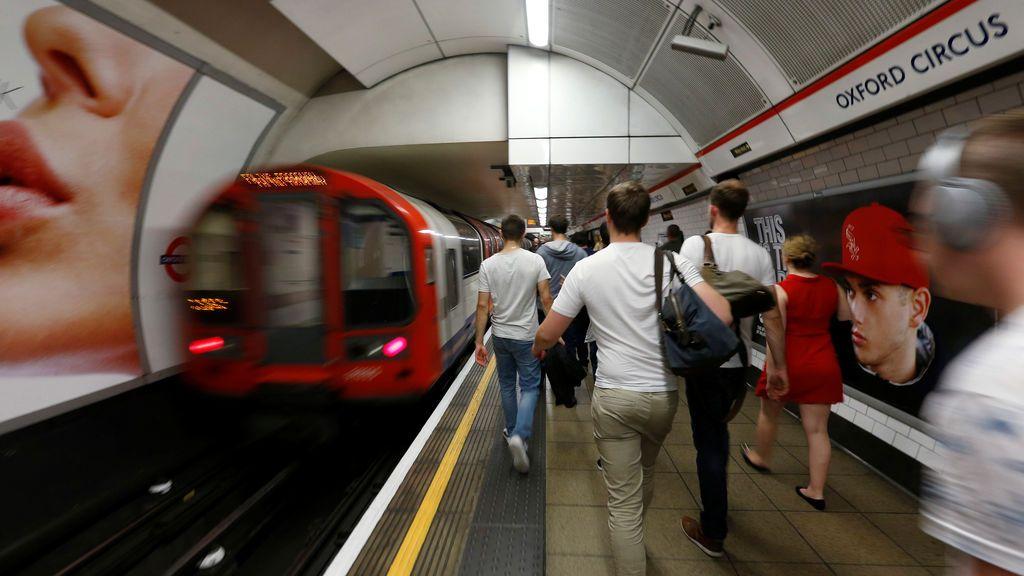 Herida una mujer de 78 años al ser arrastrada por un tren en el metro de Londres