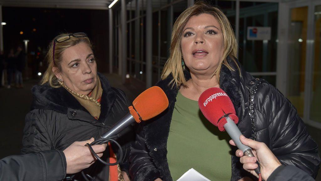 Las hermanas Campos, arropadas por amigos y familiares tras la intervención de María Teresa