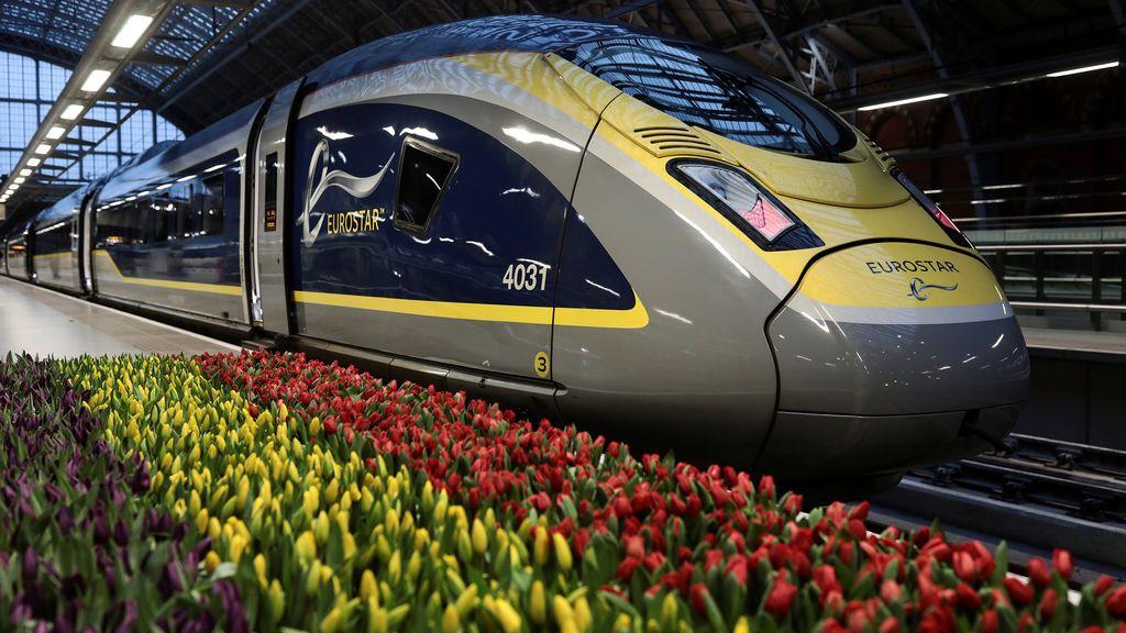 Tren Eurostar con destino a Amsterdam en la estación de St Pancras en Londres, Gran Bretaña
