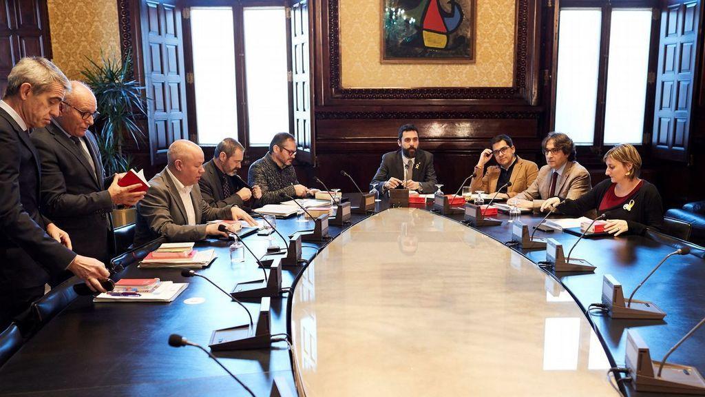La Mesa del Parlament aborda la reforma de la ley para investir a Puigdemont a distancia