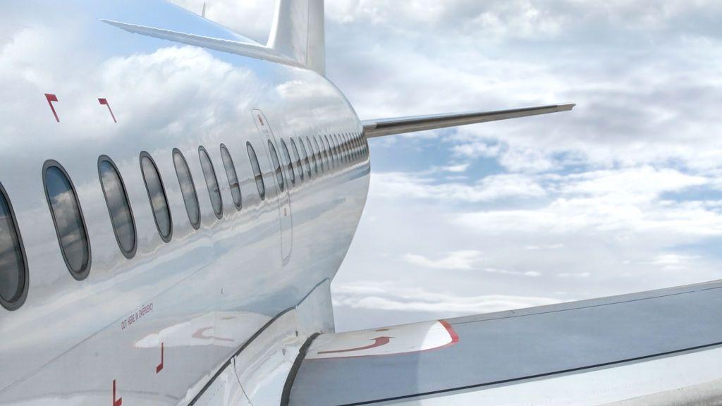 Una aerolínea impide viajar a una mujer con dolores menstruales