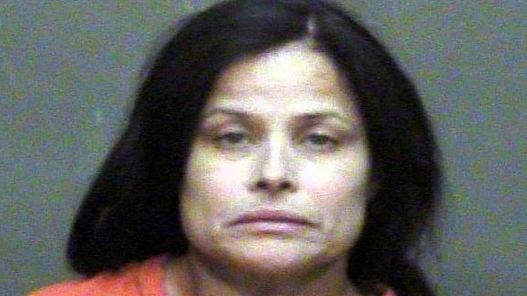 Condenada a cadena perpetua tras obligar a su hija a tragarse un crucifijo