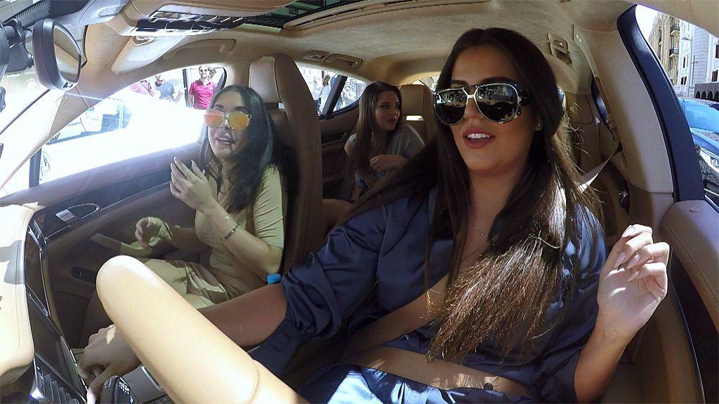 Ostras, champán y un paseo en Porsche por Madrid: así pasan el día las Moraleja Girls