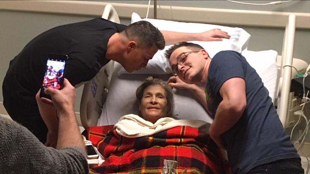 La emotiva fotografía de Colton Haynes junto a su madre, en grave estado de salud