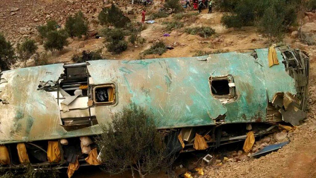 44 muertos tras caer un autobús por un barranco en el sur de Perú