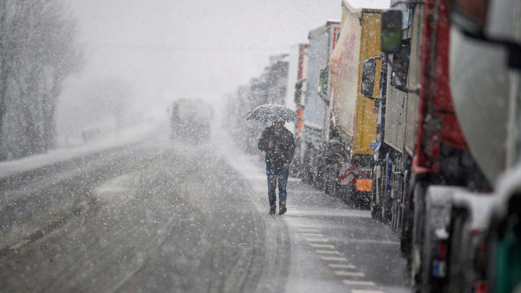 La nieve, el viento, el oleaje y los aludes tiene a 17 provincias con riesgo o riesgo importante