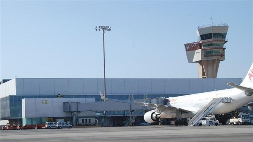 Detenidos tres turistas por mofarse de dos viajeros por su orientación sexual durante su vuelo a Gran Canaria