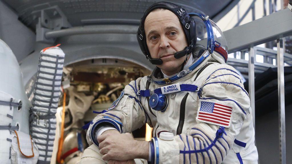 El astronauta de la NASA Richard Arnold asiste a la preparación final para la próxima misión espacial en Star City cerca de Moscú, Rusia