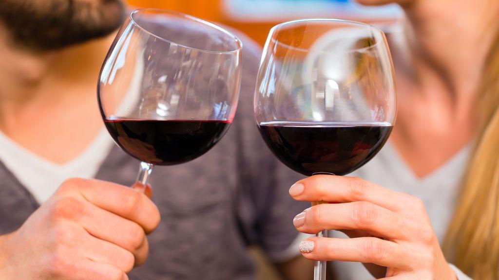 El vino tinto 'cuida' de tus dientes más de lo que crees